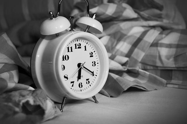 obtenez un meilleur sommeil avec un bon reveil , un accessoire indispensable pour bien dormir