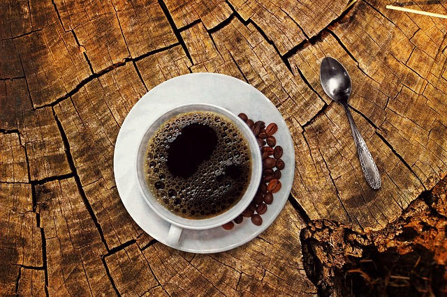 Pour bien dormir la nuit et trouver le sommeil, essayez la sieste au cafe